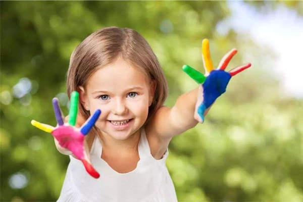 影响低幼龄儿童绘画表现行为的因素