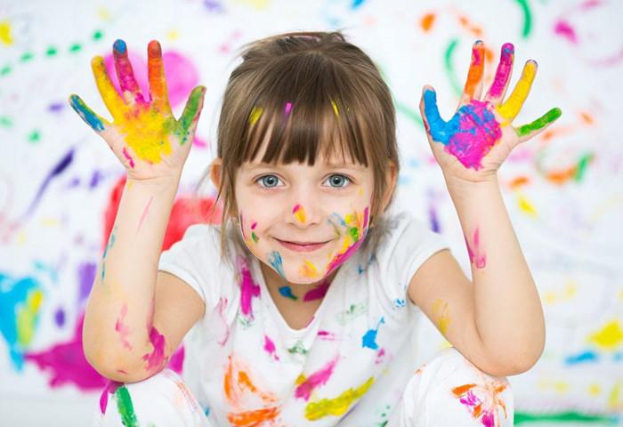 宝宝的色彩教育应该以认识和体验为主